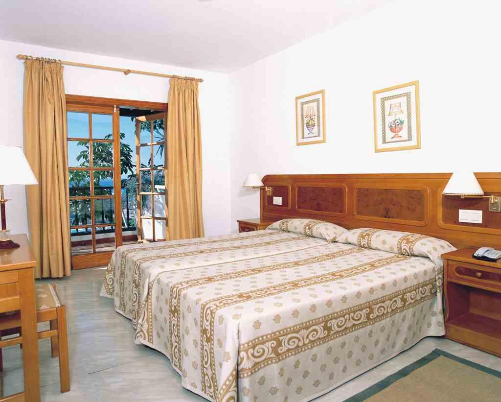 Appartamenti hotel resort nettuno costa adeje las americas for Camera letto nettuno